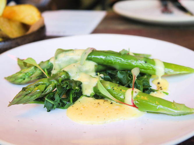170526 Artisan Express Lunch Asparagus And Baby Kale Minted Hollandaise 2