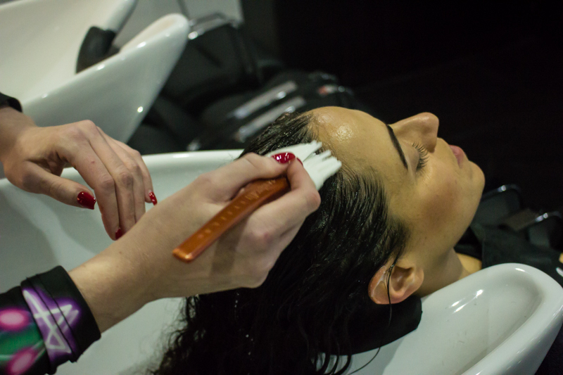Hob Salon Applying Treatment