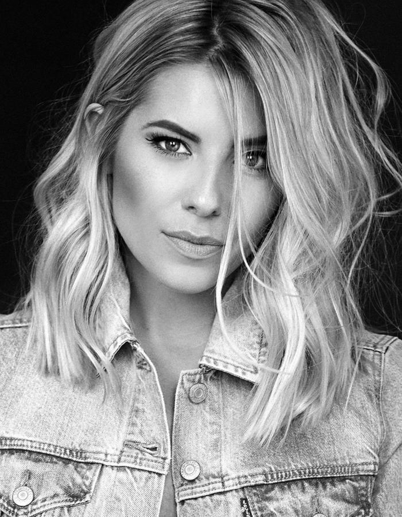 17 06 28 Mollie King Headshot