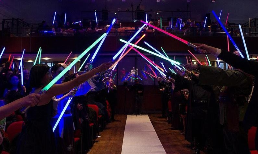 Raise Your Lightsaber For Jennifer Alexs Star Wars Extended Universe Wedding Offbeatbride 716 Int
