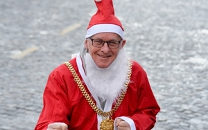 Lord Mayor At Santa Dash 2017 Pic By Paul Francis Cooper  Dsc9166