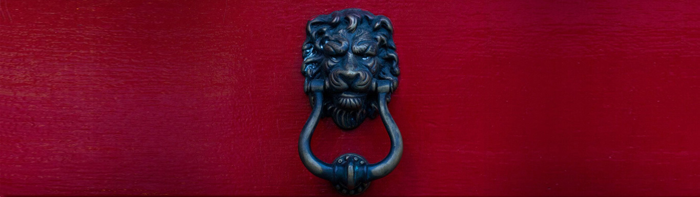20190920 Red Door Knocker2