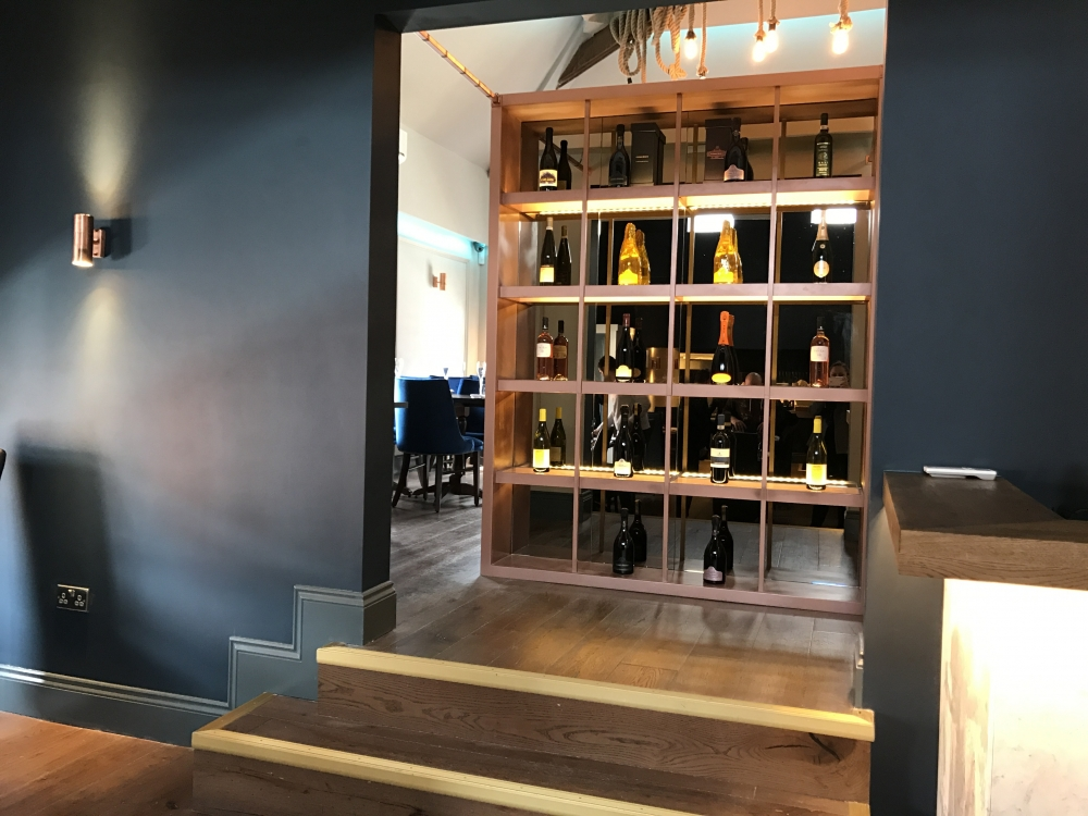20173003 Blue Lobster Wine Display