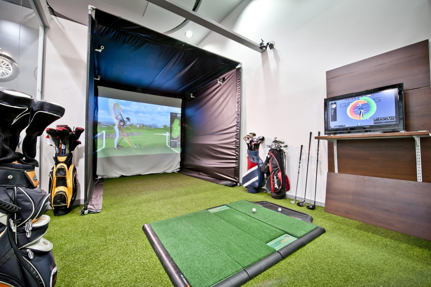 Upmarket Virtual Golf Bar Could Soon Open In