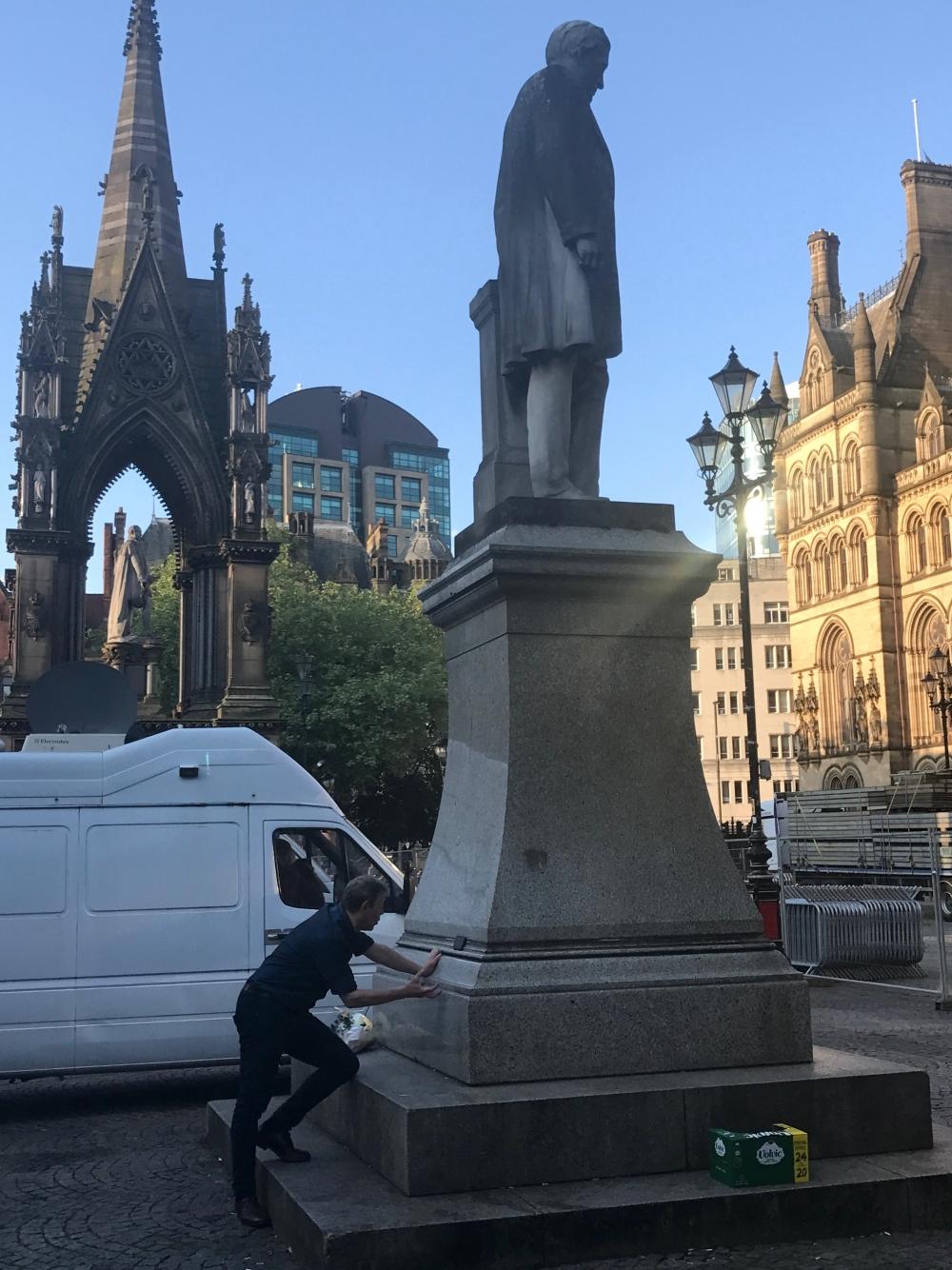 170226 Jonathan Schofield Interviews Statue