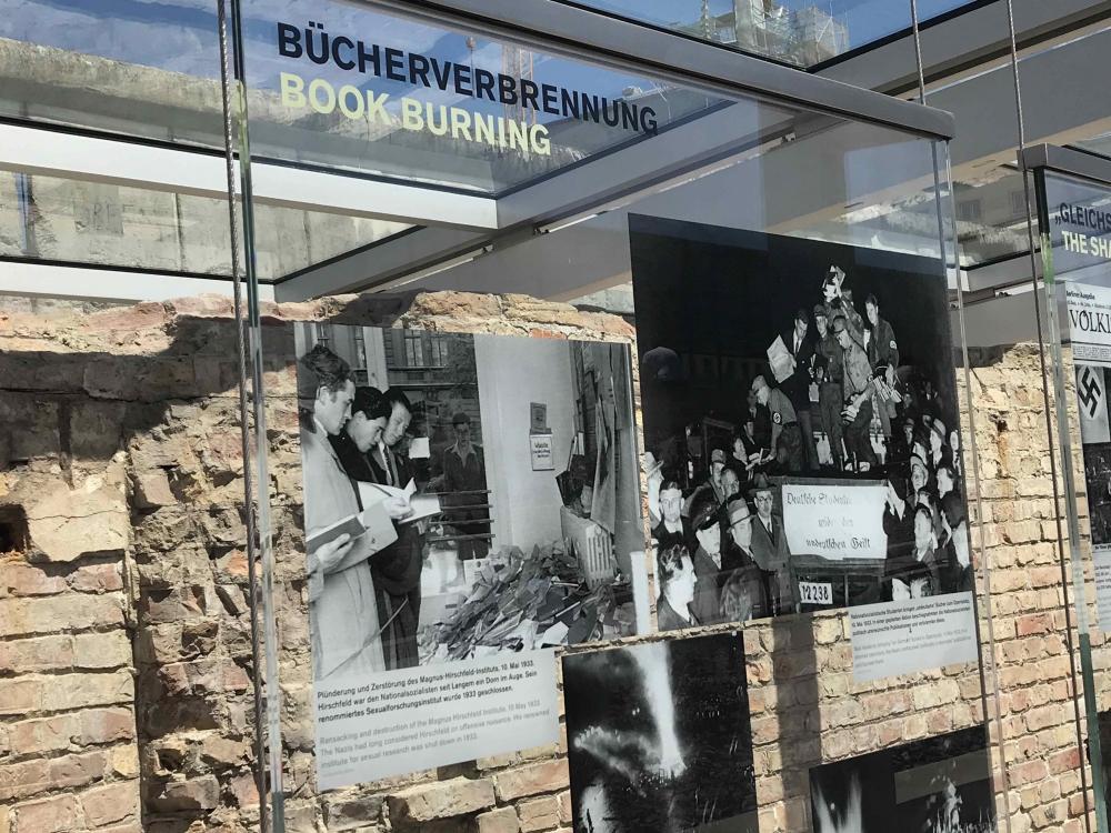 Berlin 170719 Bookburning
